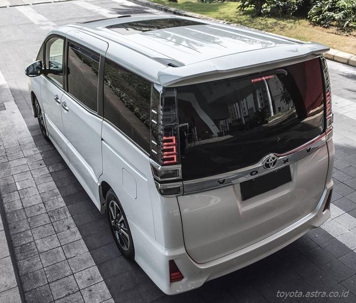 Spesifikasi Toyota Voxy